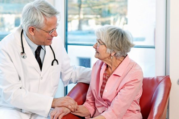 Как определить психические заболевания у пожилого человека и оказать верную помощь?